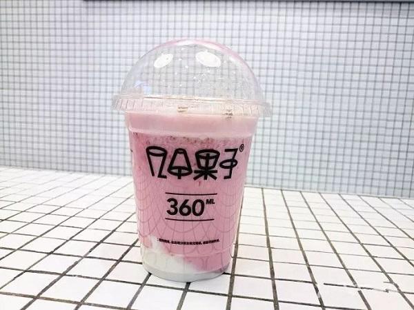 适合发朋友圈手拿奶茶的图片说说 喝奶茶发的朋友圈图片