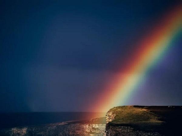 有关彩虹的唯美句子 尝试在某人的云中成为彩虹