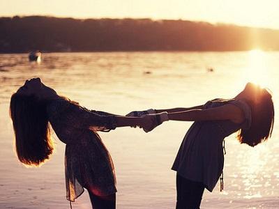 关于好朋友的朋友圈说说 在真正的朋友面前,我从不注重形象