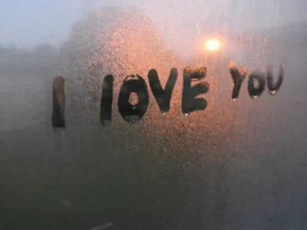 适合分手失恋后发的伤感说说短语 看了感人落泪的一段话