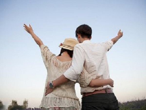 恋爱时发的简短说说 女生恋爱时发朋友圈的句子