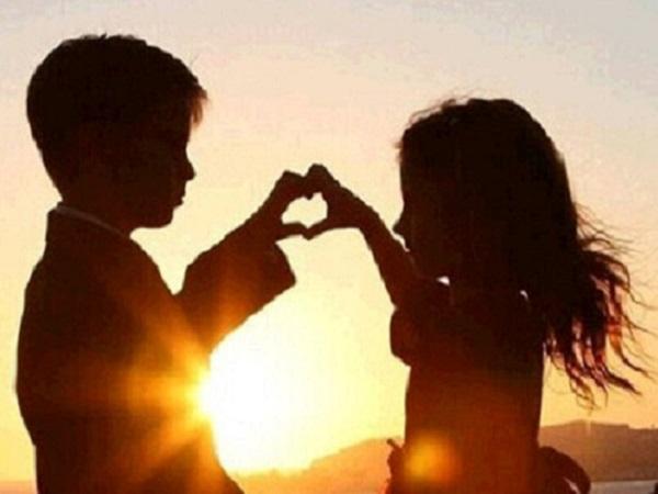 简短的33条唯美爱情句子 既然已经十指相扣,就不要轻易的甩开