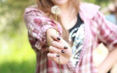 伤感的图片说说 过错是短暂的遗憾;错过是永久的遗憾